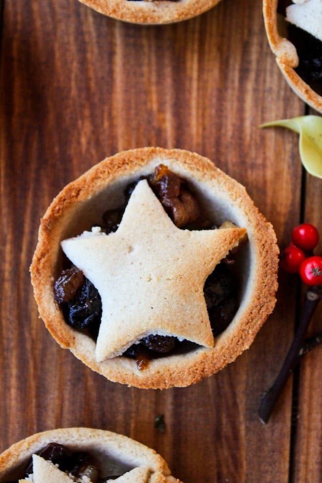 Grain Free & Vegan Mince Pies with coconut flour, gingerbread spiced crust