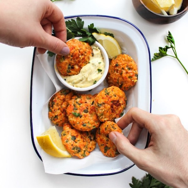Paleo Salmon Cakes & Lemon Herb Aioli