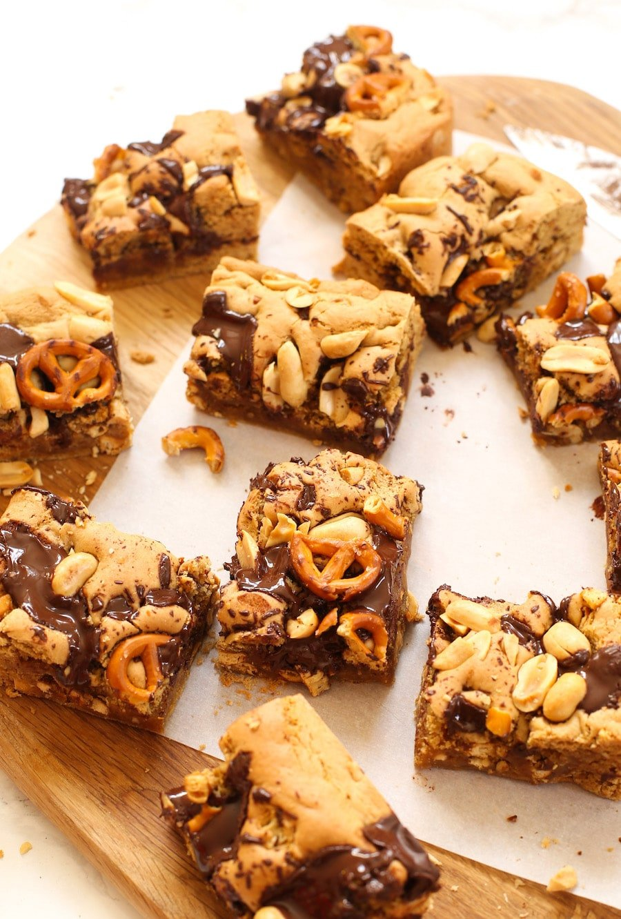 Sweet & salty gluten free cookie bars made with a peanut butter base and topped with chopped chocolate bits | Gluten Free + Dairy Free + Egg Free Vegan Option