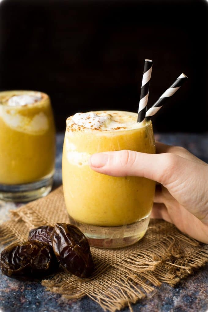 Golden Milk Frappuccino - a healthy, naturally sweetened frappe with anti-inflammatory benefits | Paleo + Vegan