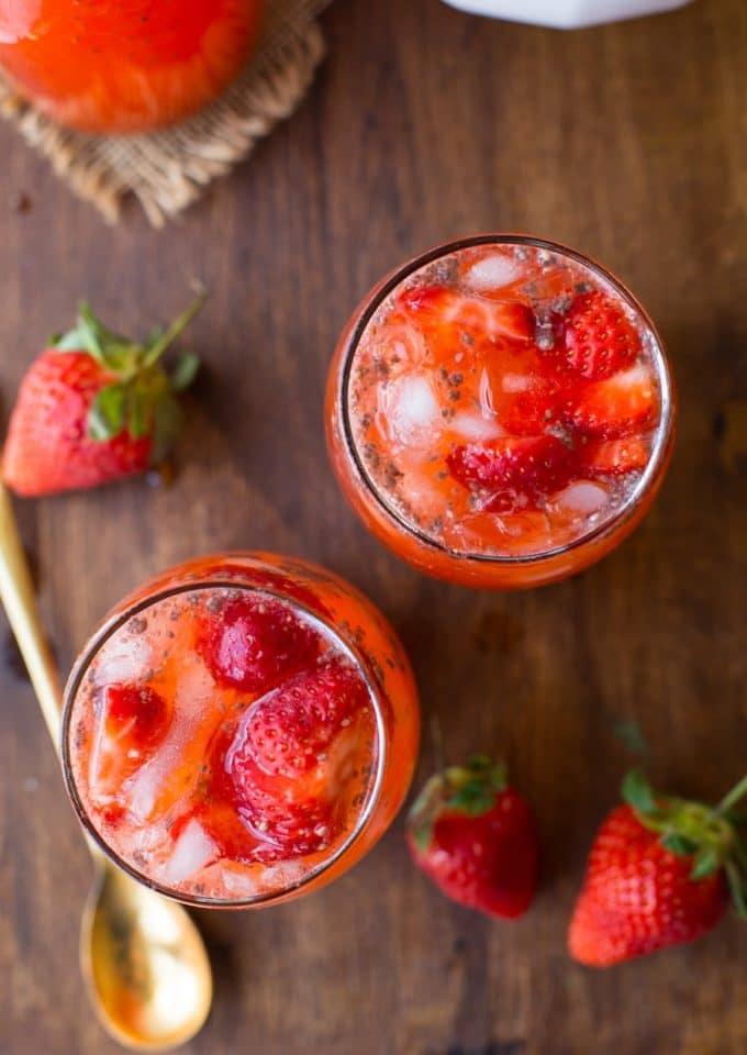 Super simple healthy Strawberry Lemonade with chia seeds - only 5 ingredients needed | Paleo + Vegan + Low FODMAP