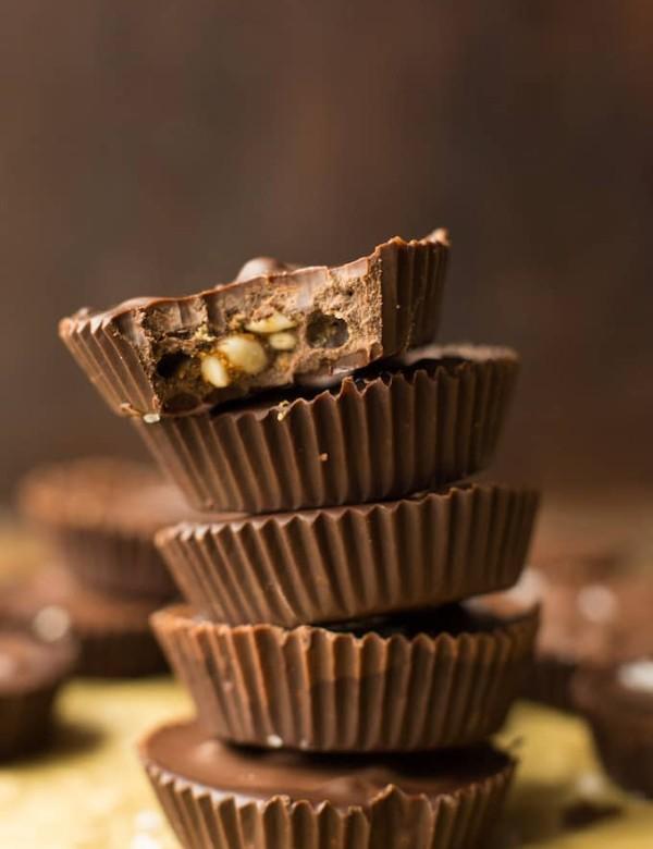 Peanut Butter Crunch Chocolate Cups