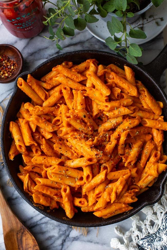 Velvety Garlic & Roasted Red Pepper Pasta