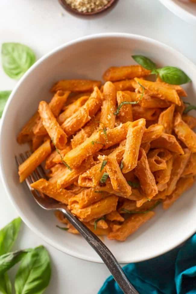 Creamy Cashew Tomato Pasta (vegan!)