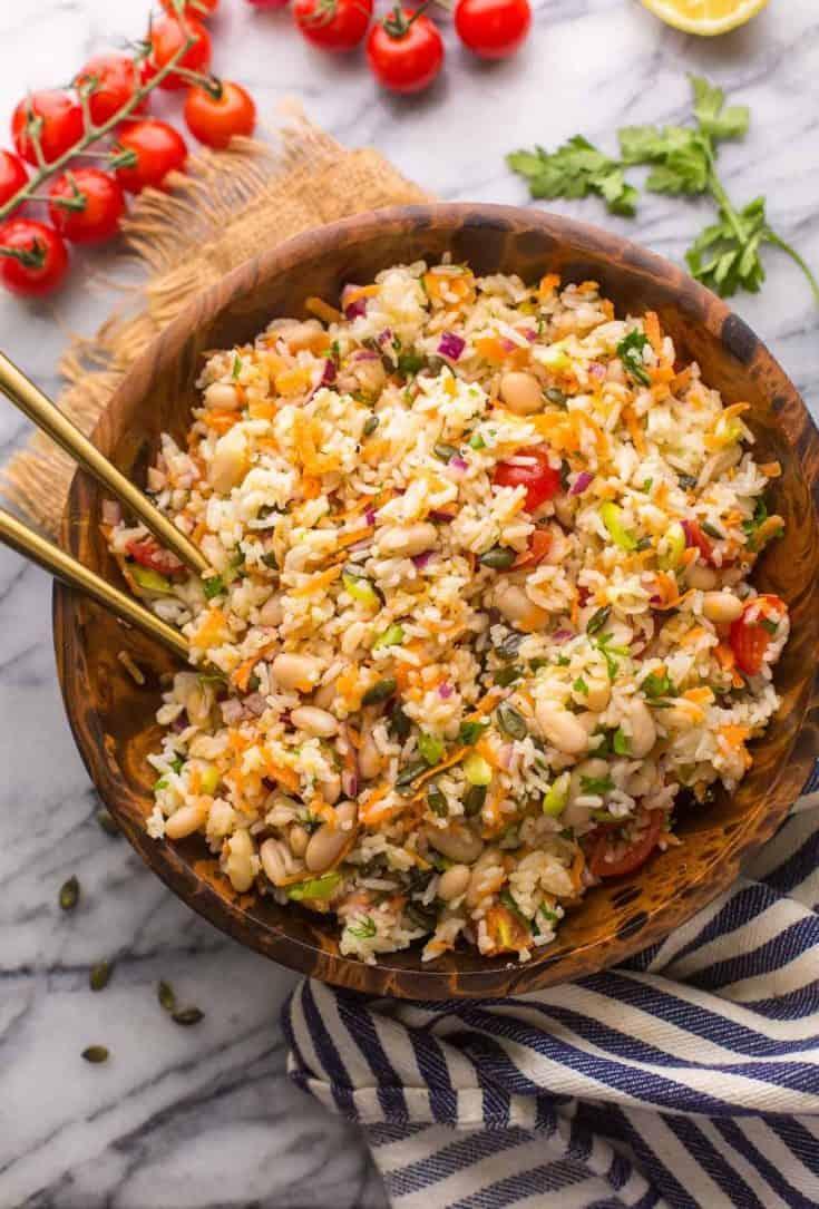 Mediterranean-Rice-Salad in a wooden bowl